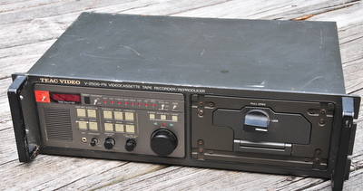 V-250G-FN TEAC Video Casette Tape Recorder Rack Mount